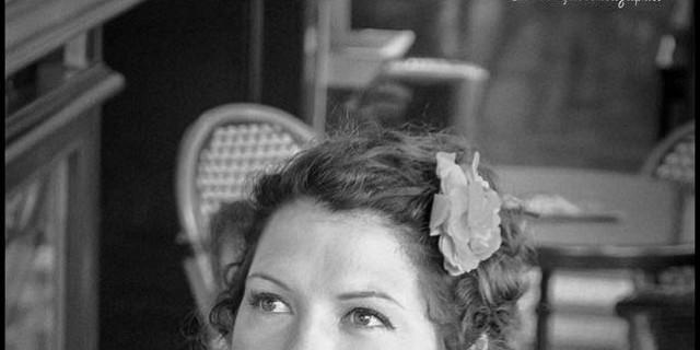 Sandrine Gluck - photographie portrait femme fonde noir et blanc studio 76293