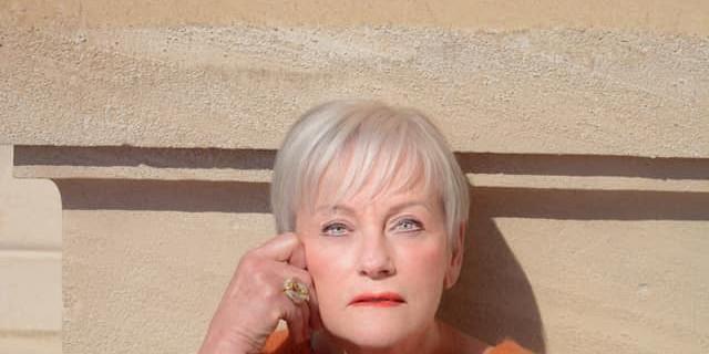 Sandrine Gluck - Portrait pour book femme senior en couleurs et extérieur 79382